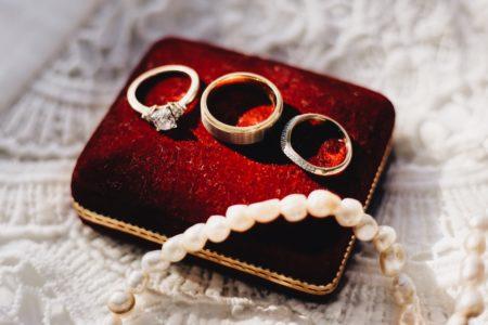 offrir un bijoux à sa femme !